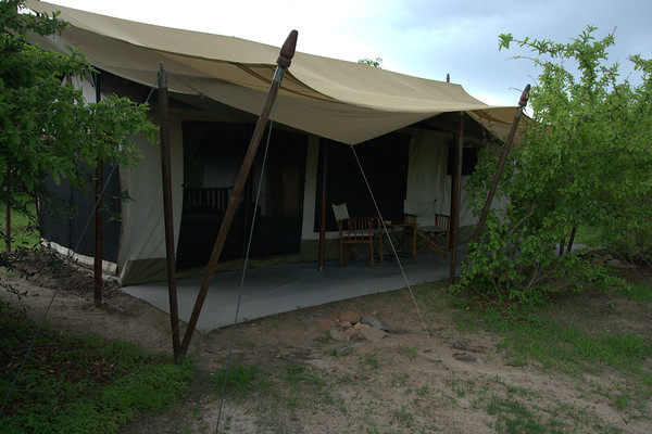 Our Tent: The verandah was great on a hot afternoon!